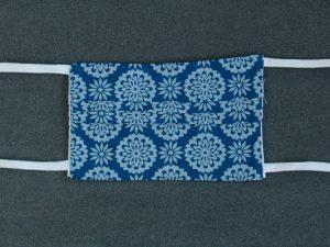 Mondkapje mondmasker grijs blauw gebloemd voorkant