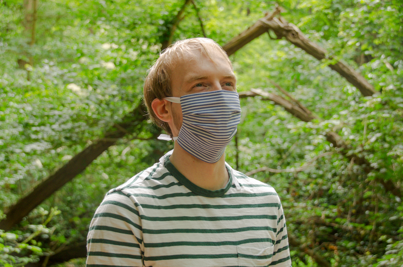 Mondkapje mondmasker blauw wit streepje gedragen 1