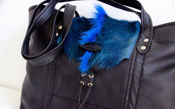Foto van handtas van soepel rundleer met springbokvacht detail voorkant