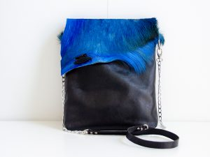 Foto schoudertas van soepel buffelleer met springbokvacht - voorkant